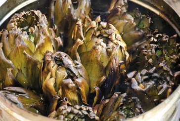 Carciofi arrostiti, street food campano