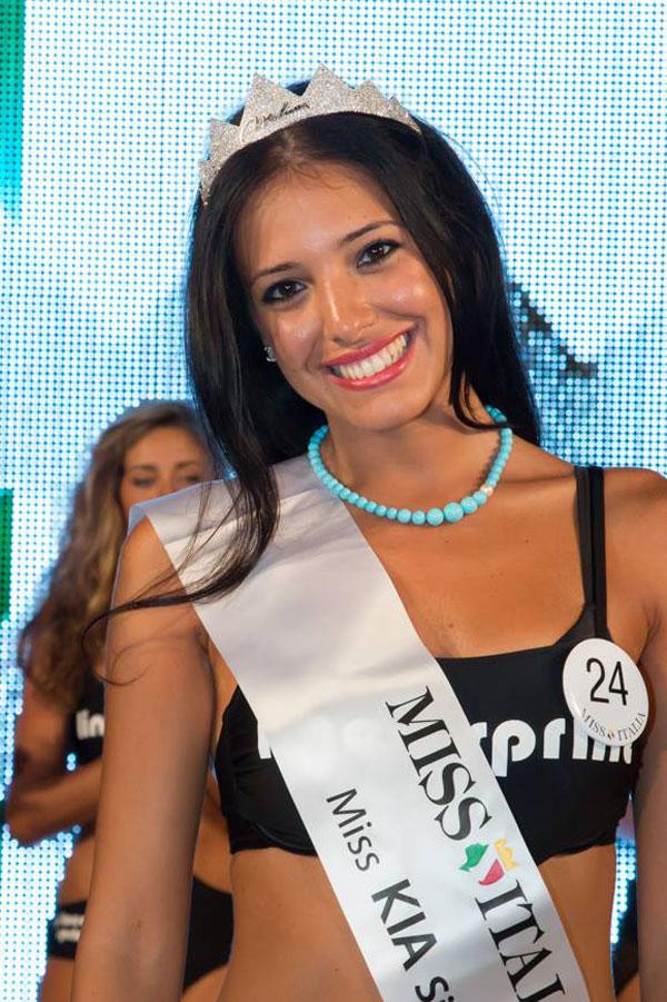 Photo of Clarissa Marchese, Miss Italia 2014, brinderà col Soave