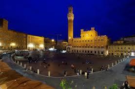 Photo of Le stelle, i calici e Siena di notte