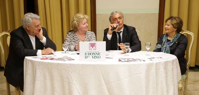 Photo of Le Donne del Vino premiano Giletti Uomo dell'Anno