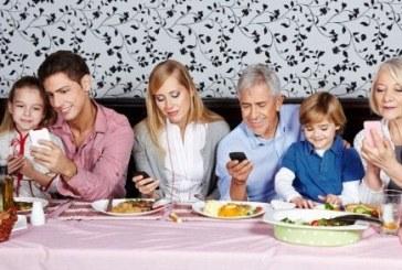 Il pasto in famiglia e la conversazione invisibile