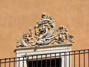 particolare-fregio-del-palazzo-liggieri-ex-corbino-reforgiato-sec-xviii