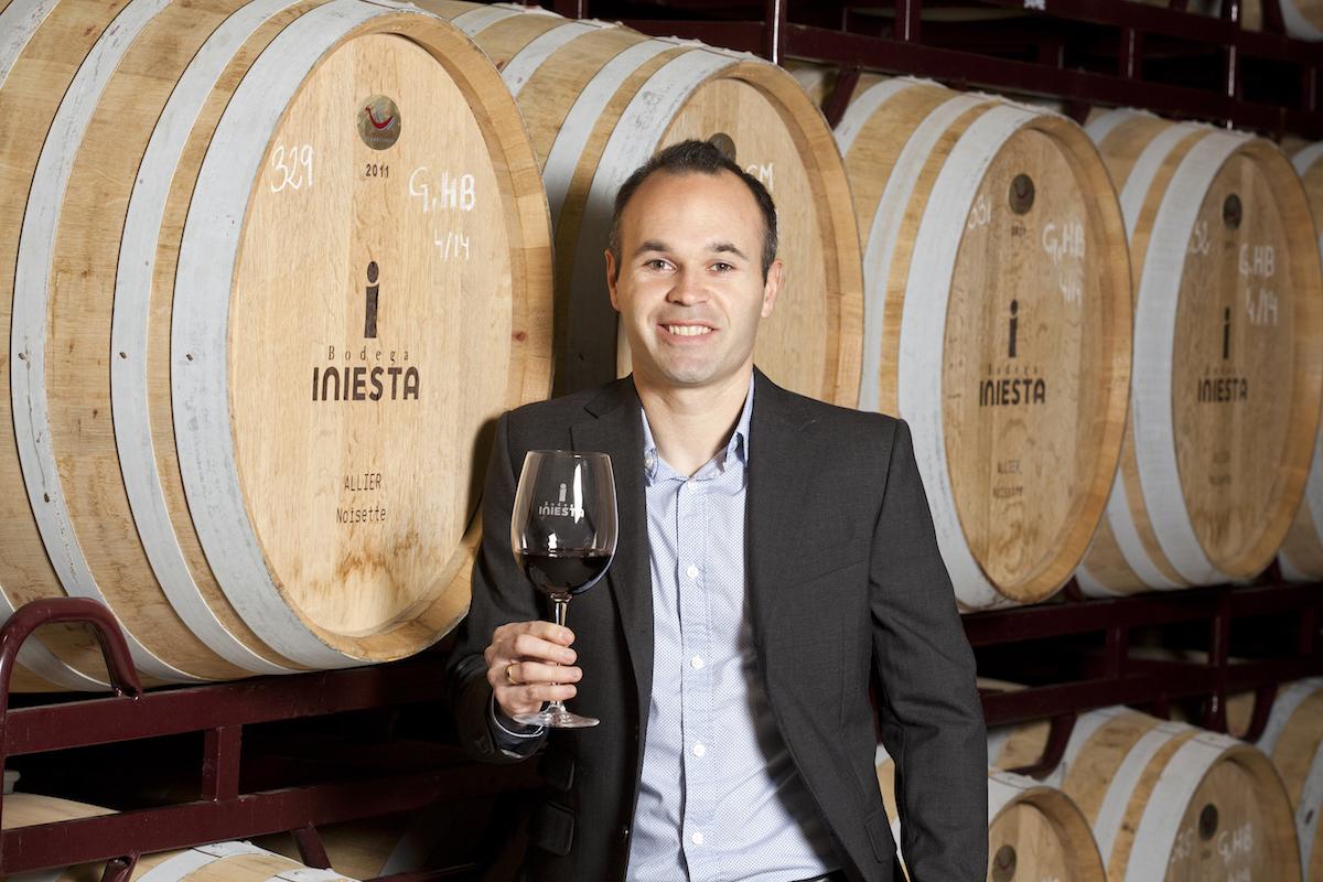 Dopo il calcio e con il vino, Iniesta sfida ancora l'Italia sul mercato Cinese