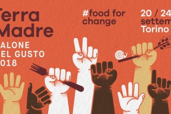 Terra Madre e cibo per il cambiamento, un manifesto con mani alzate