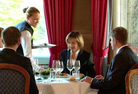 Incontri di affari a tavola – 1 parte
