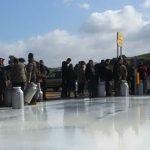 Protesta dei pastori sardi: meglio buttare il latte che svenderlo