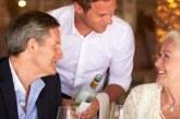 Troppi vecchi in Italia, gli anziani non vanno a mangiare in ristorante