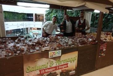 Expo Center degustazioni di salumi e formaggi di Sicilia e Calabria, cabaret e musica popolare