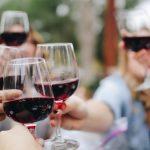 La storia del vino rosso più costoso del mondo (e qualche consiglio per le nostre tavole)